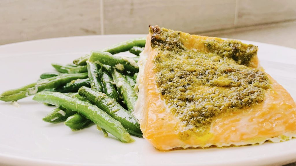 Pesto Salmon with Green Beans
