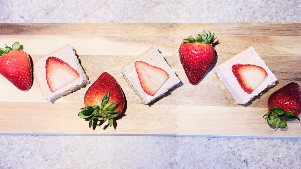 Keto Strawberry Cheesecake Bars